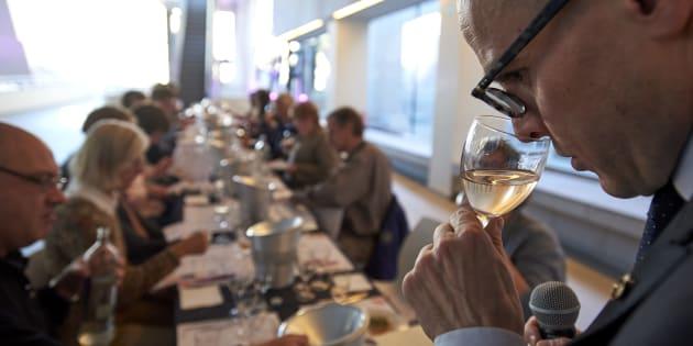 Fabrizio Bucella donne une classe de maître à l'attention des professionnels du secteur sur les rosés de Provence