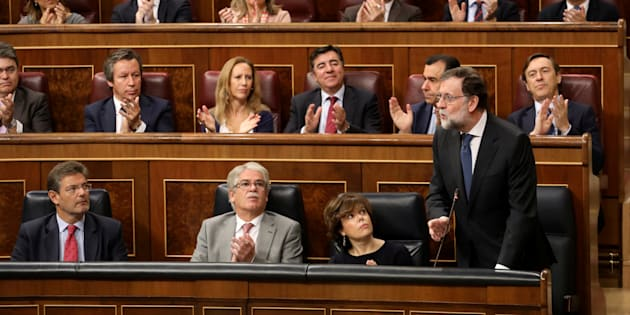 Puigdemont llamó a oponerse a la intervención de Cataluña — España caldeada