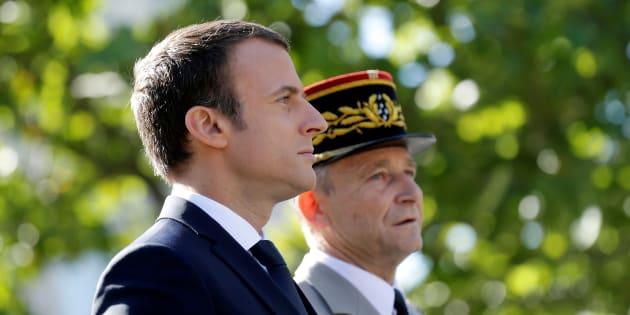 """Ce que dénonce l'affrontement entre le """"martyr"""" de Villiers et le """"chef"""" Macron sur la souffrance des militaires"""