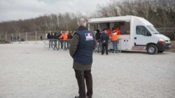 Un migrant mortellement poignardé à Calais, à proximité d'un site de distribution de