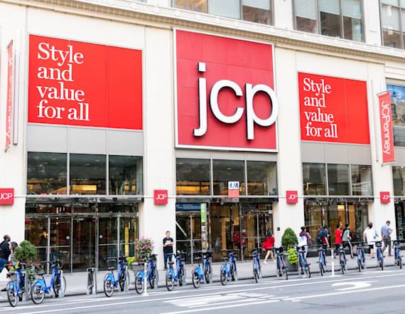 Retailer tumbles after slashing full-year guidance