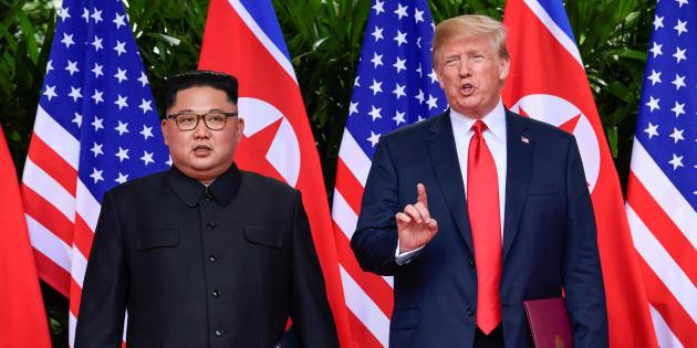 Kim Jong-Un e Donald Trump se reúnem em Singapura para acordo de desnuclearização.