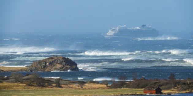 Nave da crociera con motore in avaria in Norvegia. 1300 passeggeri da evacuare