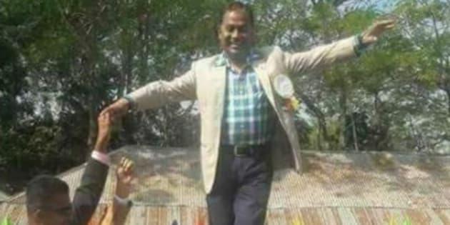 "Des enfants transformés en ""ponts humains"" provoquent la polémique au Bangladesh"
