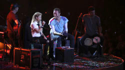 VIDEO: Shakira pone a cantar en español a Chris