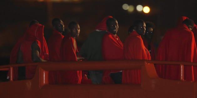 Un grupo de 26 inmigrantes de origen subsahariano, llegando a Almería después de ser rescatados por Salvamento Marítimo el pasado ocho de agosto.