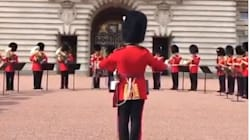 Même les gardes de Buckingham Palace ont rendu hommage à Aretha