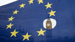 Un mar de banderas europeas frente a la carta de