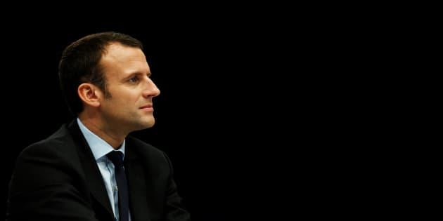Emmanuel Macron organise un grand meeting porte de Versailles.