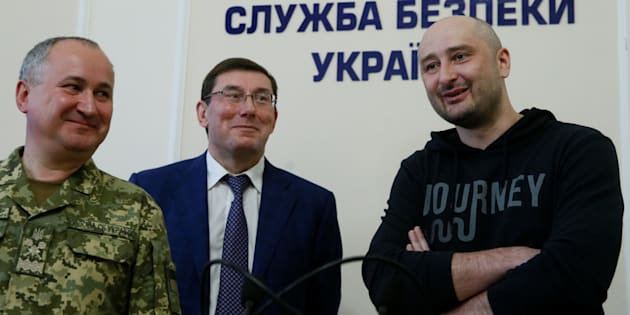 Russian journalist Arkady Babchenko (R), who was reported murdered in the Ukrainian capital on May 29, Ukrainian prosecutor-general Yuriy Lutsenko (C) and head of the state security service (SBU) Vasily Gritsak attend a news briefing in Kyiv, Ukraine on May 30 2018.