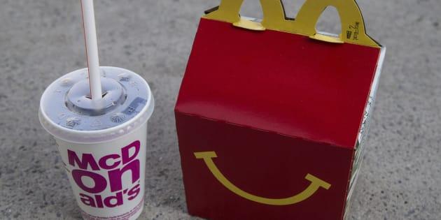 Les plaignants estiment que McDonald's contrevient à la loi québécoise, qui interdit la publicité destinée aux enfants de moins de 13 ans.
