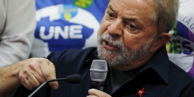 Lula dá entrevista após ser conduzido coercitivamente a prestar depoimento, em março de 2016.