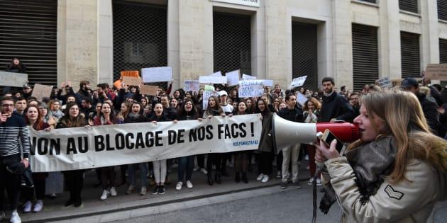 À la fac de droit de Montpellier, les étudiants pro et anti-blocage se font face.