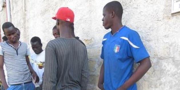 Ronza razzista a Brindisi, due migranti feriti