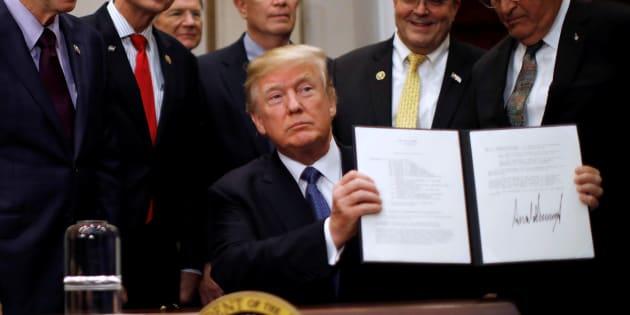 """Trump promet de renvoyer des hommes sur la Lune et y """"établir une base pour une mission vers Mars"""""""