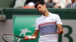 Djokovic, tenant du titre, laminé en quarts de finale à