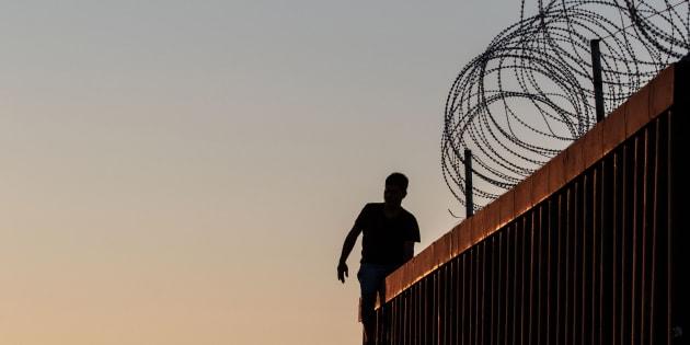 """Opposés au mur de Trump, ils lancent une campagne pour financer """"des échelles""""."""