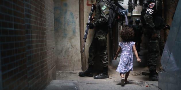 Crise de segurança no Rio de Janeiro fecha escolas e já afetou 156.977 alunos.