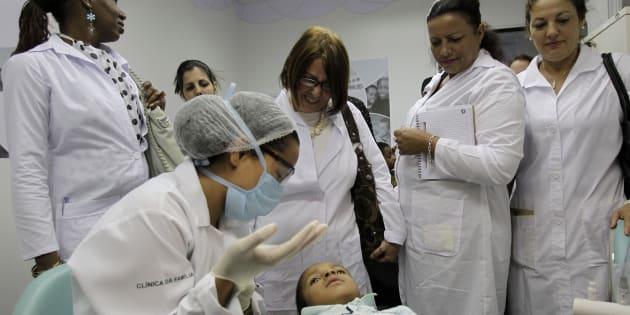 Un equipo médico de profesionales cubanas en Brasilia.