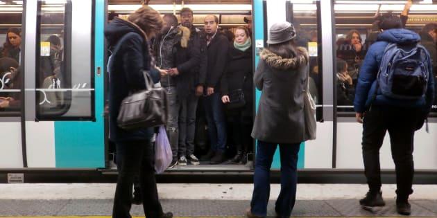 Une femme sur deux se sent en insécurité — Transports en commun