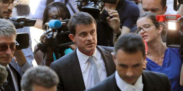 En rupture avec le PS mais toujours pas adopté par En Marche, Manuel Valls tente d'agréger le centre-gauche Macron compatible.