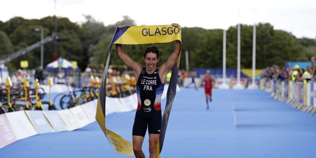 Pierre Le Corre remportant le triathlon des championnats d'Europe à Glasgow le 10 août 2018.