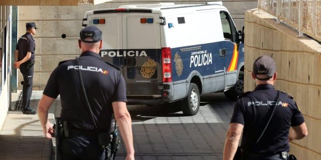 La Policía ha puesto a disposición del juzgado de guardia de San Bartolomé de Tirajana (Gran Canaria) a los cuatro jóvenes acusados de haber abusado sexualmente de una chica de 16 años durante la noche de San Juan.