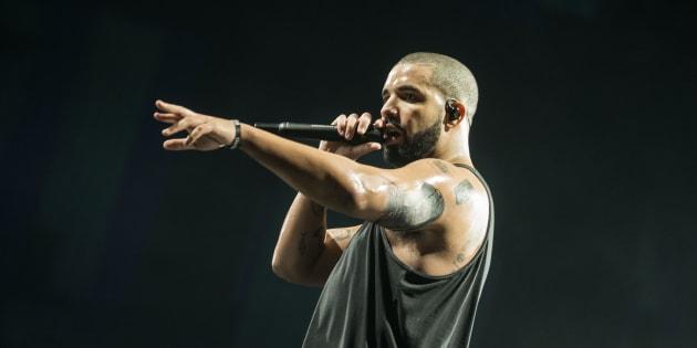 Drake interrompe show para combater homem que assediava mulheres na plateia