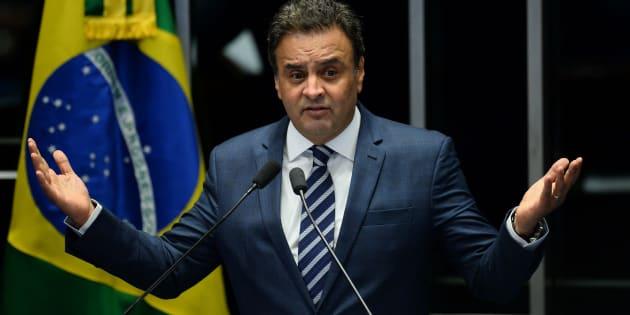 Senador afastado Aécio Neves (PSDB-MG) é denunciado por corrupção passiva e obstrução da Justiça.