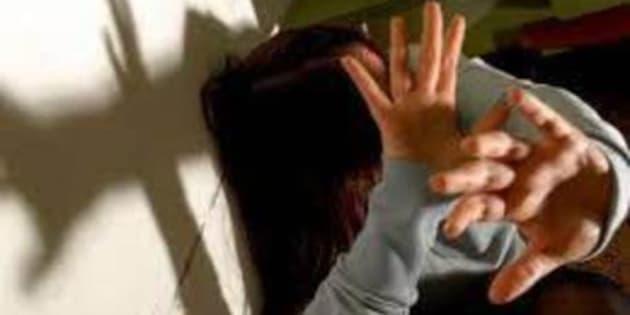 Si denuda in strada e poi violenta una donna: somalo di 20 anni arrestato ...