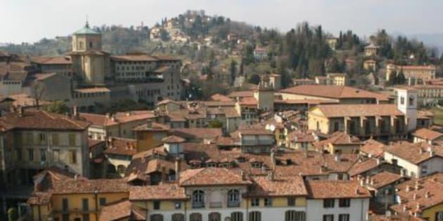 Bergamo, al settimo posto nella classifica, stilata da Amazon, delle dieci citt� italiane che leggono pi� libri. UFFICIO STAMPA AMAZON   +++ ANSA PROVIDES ACCESS TO THIS HANDOUT PHOTO TO BE USED SOLELY TO ILLUSTRATE NEWS REPORTING OR COMMENTARY ON THE FACTS OR EVENTS DEPICTED IN THIS IMAGE; NO ARCHIVING; NO LICENSING +++