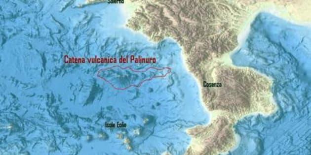 La mappa elaborata dall'Istituto Nazionale di Geologia e Vulcanologia (Ingv)  per mostrare la catena di 15 vulcani sommersi scoperta nel Tirreno, a sud di Salerno, di Istituto Nazionale di Geofisica e Vulcanologia (Ingv), Istituto per l'ambiente marino costiero del Consiglio Nazionale delle Ricerche (Iamc-Cnr) e Istituto neozelandese di Scienze geologiche e nucleari (Gns). Roma, 13 novembre 2017. ANSA/ US INGV +++ NO SALES - EDITORIAL USE ONLY +++
