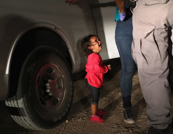 Story behind the heartbreaking border photo revealed
