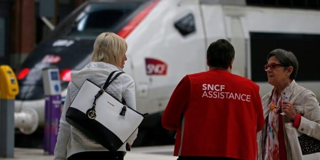 """Les prévisions du trafic """"nettement amélioré"""" pendant la grève SNCF qui reprend samedi"""