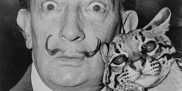 La moustache de Salvador Dali est toujours intacte, 28 ans après sa mort.