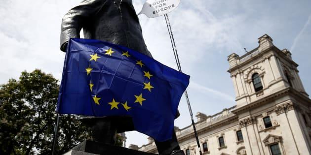 La nueva relación bilateral entre EU y Reino Unido se aplicaría al término del periodo de transición de 21 meses posterior a la salida del Reino Unido de la UE, prevista para el 29 de marzo de 2019.