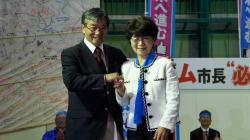 3850人の圧倒的な熱気。稲嶺進氏の総決起大会に行ってみた。