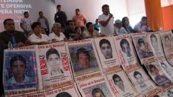 Padres 43 temen que gobierno federal manipule el caso; acuden a AMLO para fijar nuevas rutas de