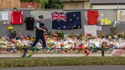 Des centaines de Néo-Zélandais contactent la police pour rendre leurs