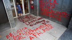 Los Mossos investigan unas pintadas contra Puigdemont en el consulado de