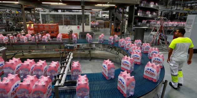 L'eau en bouteille de San Pellegrino, Evian et plusieurs autres grandes marques contaminée au plastique