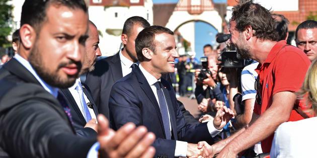 Le Président Macron et son garde du corps Alexandre Benalla lors du second tour des élections législatives au Touquet, le 18 juin 2017.