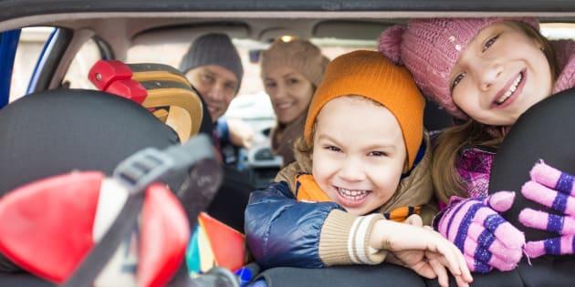 Week-end rouge et noir selon Bison futé : 12 solutions pour occuper les enfants pendant le trajet