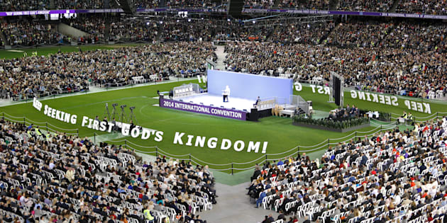 Fairfax Media via Getty Images - A Convenção Internacional das Testemunhas de Jeová foi realizada no Estádio Etihad, em Melbourne, em 17 de outubro de 2014.