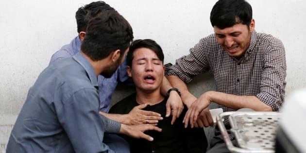 Strage di studenti a Kabul, un kamikaze si fa esplodere