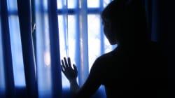 Facevano prostituire la figlia di 9 anni e assistevano agli atti sessuali, arrestati