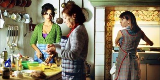 """À l'occasion de l'ouverture du 70e festival de Cannes, tout le HuffPost est illustré avec des films présentés à Cannes depuis 1946. Ici, Penélope Cruz dans """"Volver"""" de Pedro Almodóvar en sélection officielle du festival de Cannes 2006."""