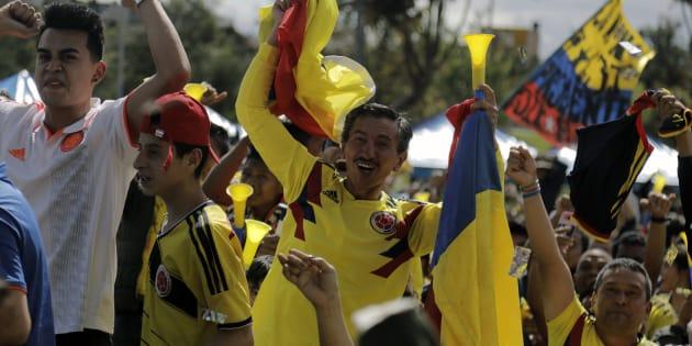 La afición colombiana apoya a su país que disputa su boleto en fase de grupos contra Japón, Senegal y Polonia. JOHN VIZCAINO/AFP/Getty Images