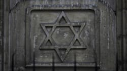 Deux adolescents tirent à la carabine à plomb devant une synagogue de