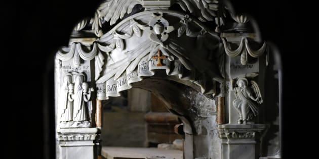 La tombe de Jésus, située à l'intérieur du Saint-Sépulcre à Jérusalemn a été ouverte pour la première fois depuis 200 ans